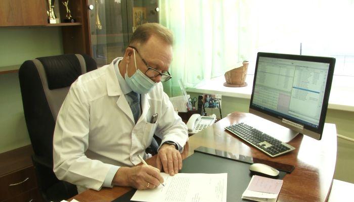 Главный врач барнаульской поликлиники получил награду от президента России