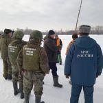 МЧС показало эпичные кадры подрыва льда на реке Бия