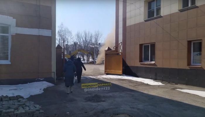 В Барнауле рабочие повредили газопровод у здания БВРЗ