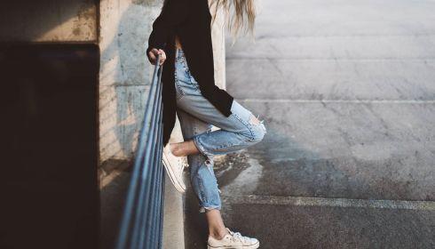 Хорошо забытое старое: какие джинсы будут носить в 2021 году