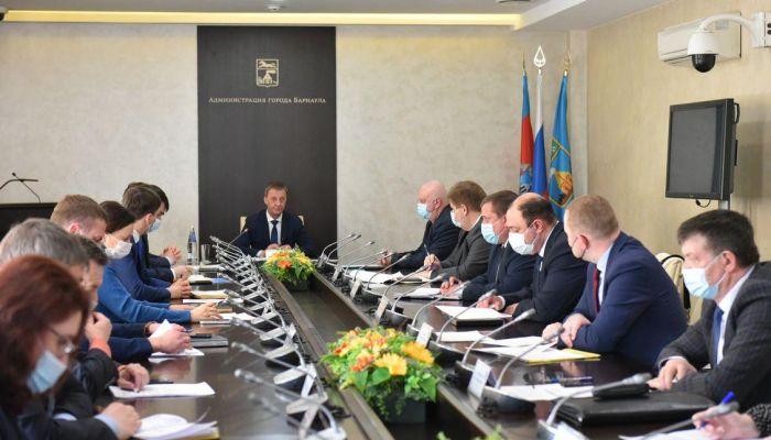 Мэрия заявила о расчистке 60% дворов Барнаула от снега после взбучки губернатора
