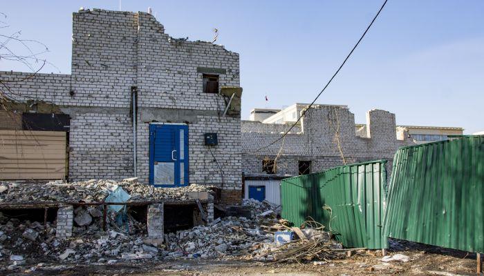 В историческом Барнауле почти полностью разрушили бизнес-центр