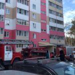 Восемь взрослых и ребенка вывели из горящей многоэтажки в Барнауле