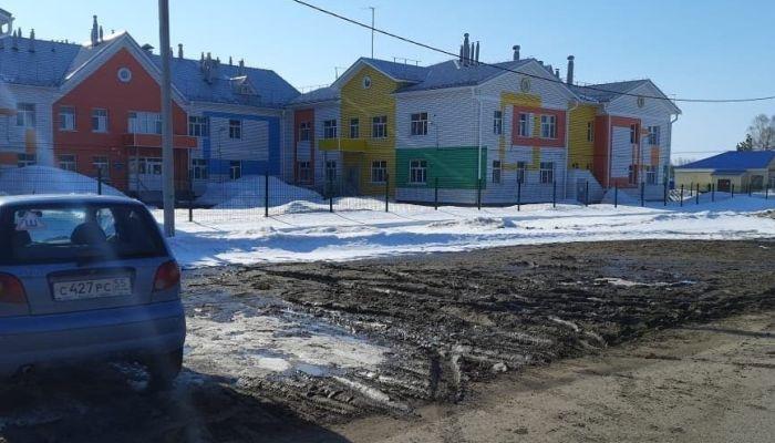 Во Власихе забыли построить парковку возле детского сада