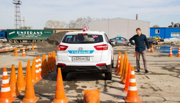 В автошколах Барнаула подскочат цены на обучение из-за новых правил