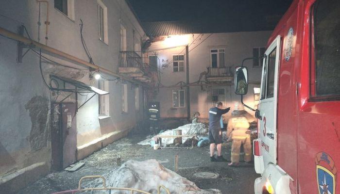 Комиссия обследует аварийный дом Барнаула, где возникла угроза обрушения