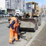 В Барнауле дорожники очистили все ливневки и дождеприемники в городе
