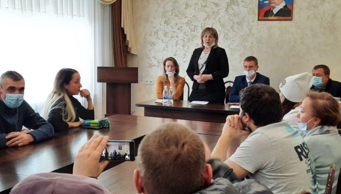Жильцов частично разрушенного дома в Барнауле пустят в квартиры со спасателями