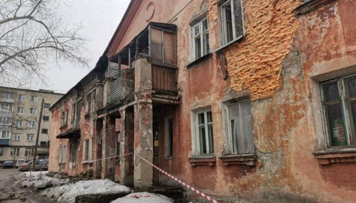 В Барнауле жильцов дома на Советской Армии эвакуировали из-за угрозы обрушения