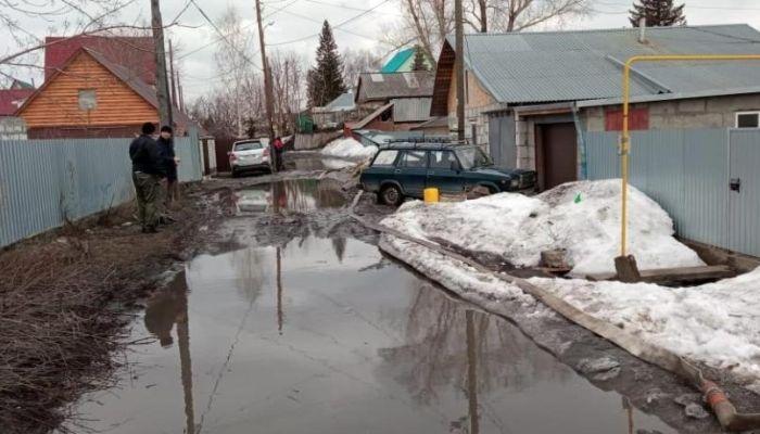 В Барнауле откачали талые воды на улице Фурманова