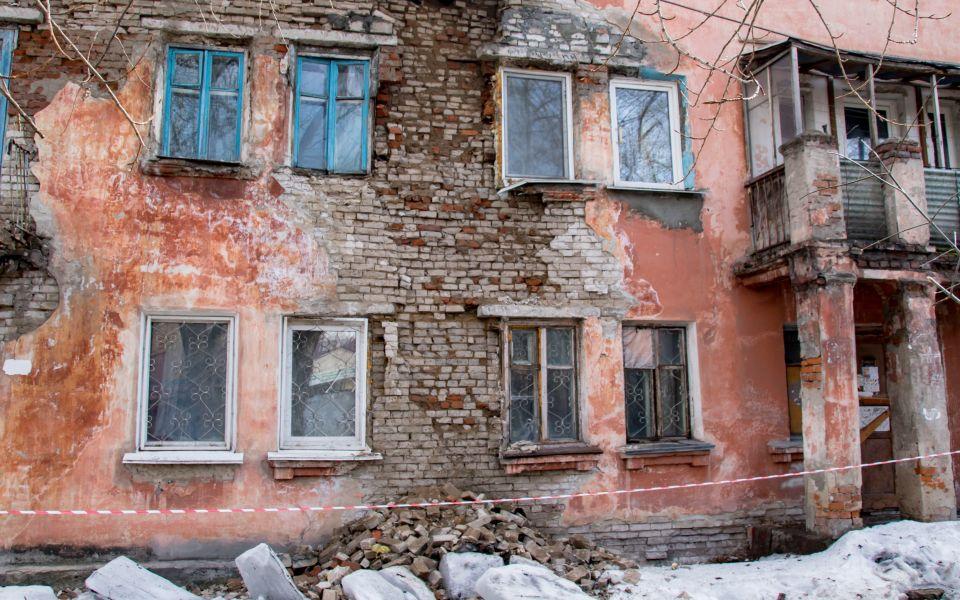 Мэрия Барнаула передала полномочия по работе с ветхими домами районам города