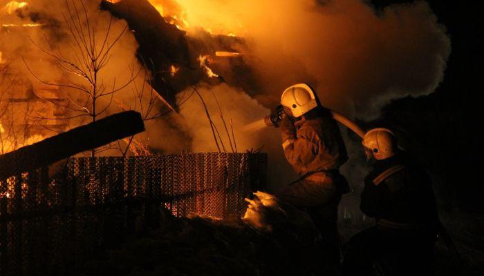 Два человека погибли при пожаре в алтайском селе