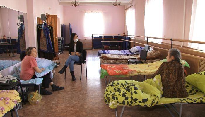 Жителей еще одного аварийного дома в Барнауле эвакуировали во временный пункт