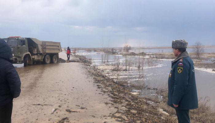 Река на улице и школа в озере: появились кадры мощного паводка на Алтае