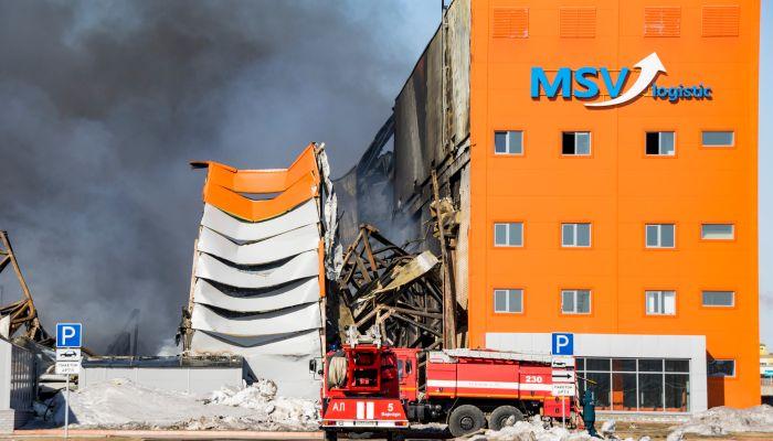 Обуглившиеся стены и черный дым: что осталось от сгоревшего в Барнауле склада