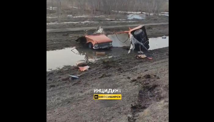 Москвич разорвало пополам в ДТП на Чуйском тракте