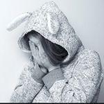 Знакомые семьи погибшей в Рубцовске девочки не верят в версию с суицидом