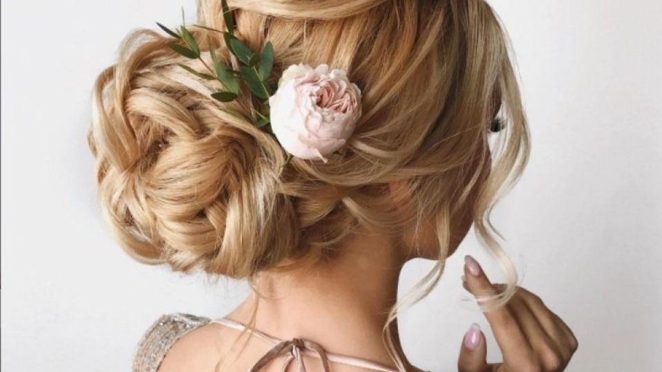 Прическа. Живые цветы