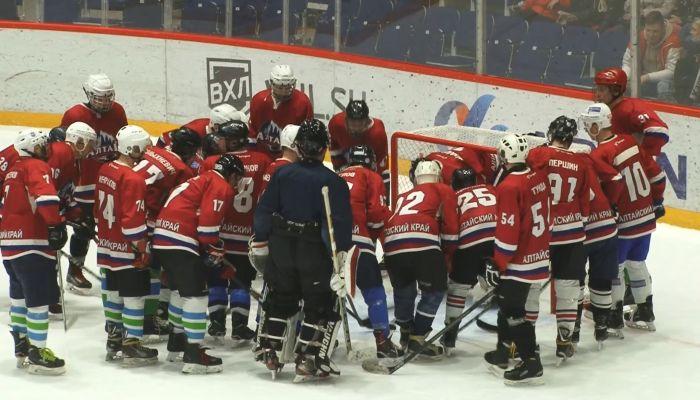Болельщики сыграли с Динамо-Алтай в хоккей и попросили денег для команды