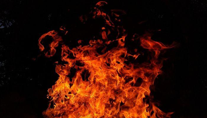 Автомобиль сгорел дотла на федеральной трассе в Алтайском крае