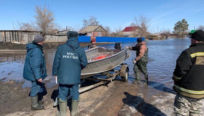 Прыгали в лодку из окна: как в Алтайском крае переживают первую волну паводка