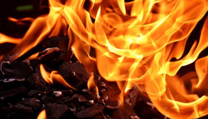 В Рубцовске полицейский с женой спасли детей из горящего дома