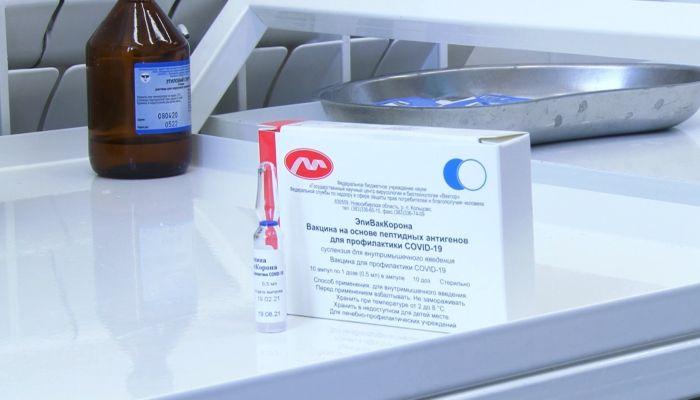 Эксперты поделились мнением о новой вакцине ЭпиВакКорона на Алтае