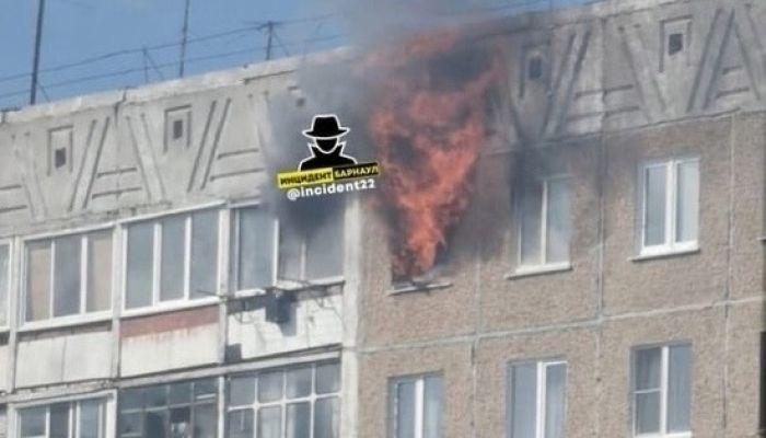 Два человека погибли при пожаре в барнаульской многоэтажке
