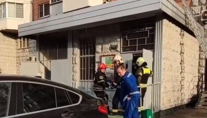 Москвичка осталась жива после падения из окна на десятом этаже