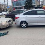 В Барнауле водитель устроил ДТП в центре города и лег на дорогу