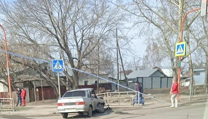 Стекла вылетели: в Барнауле произошло серьезное ДТП