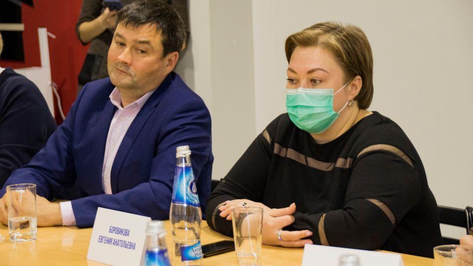 Депутаты АКЗС Владимир Семенов и Евгения Боровикова