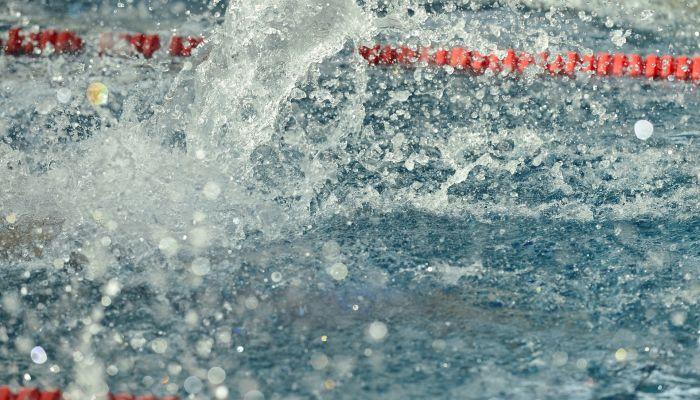 12-летний мальчик впал в кому после неудачного прыжка с вышки бассейна