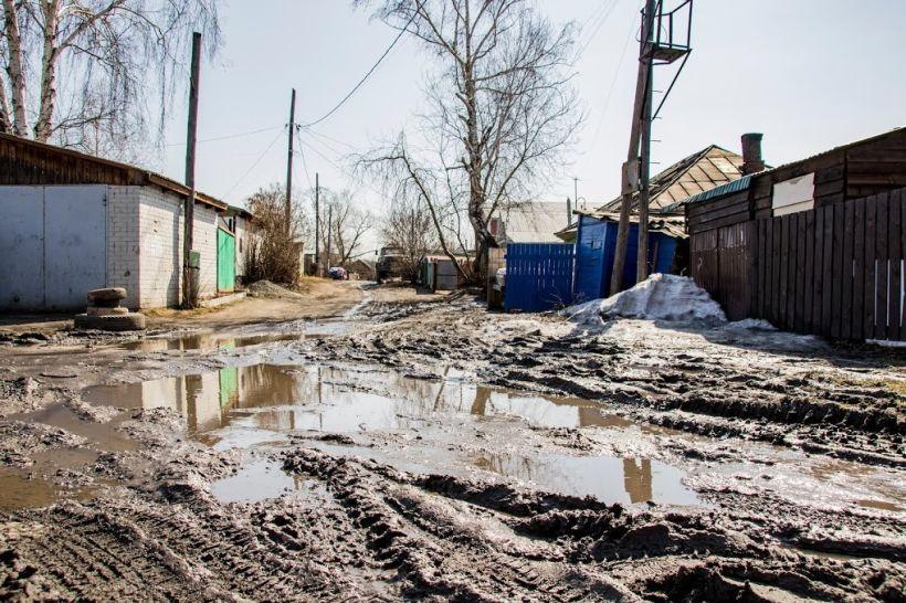 Порыв водопровода на Осипенко в Барнауле Фото:Виталий Барабаш