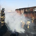 МЧС: на пожаре в административном здании Барнаула пострадавших нет
