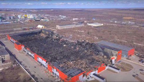 Руины сгоревшего в Барнауле гигантского склада показали с воздуха