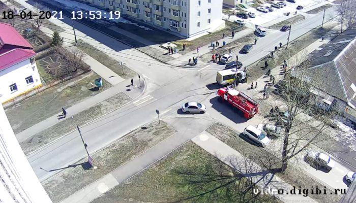 Легковушка протаранила Газель с пассажирами в Бийске