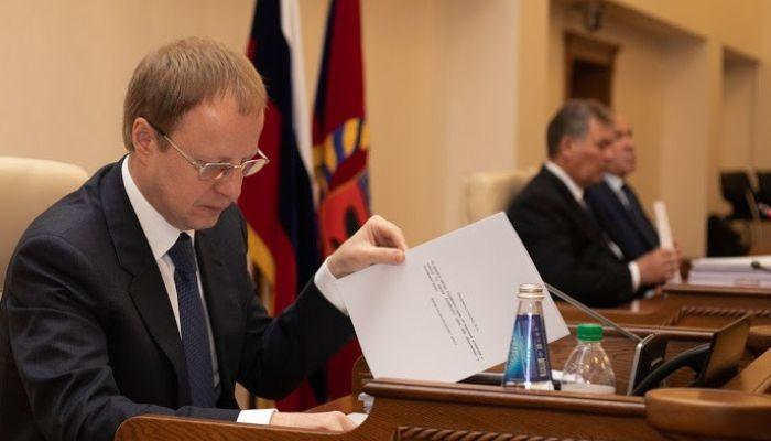 Доходы алтайского губернатора за год выросли вдвое