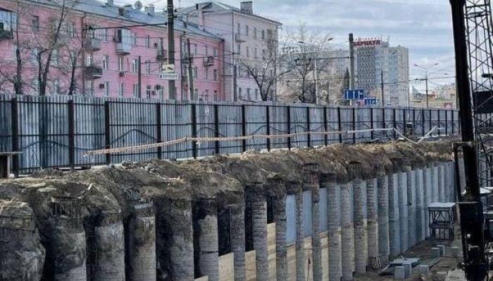 Александр Деринг показал стройку на месте стадиона Локомотив в Барнауле