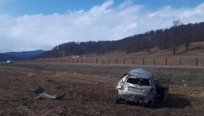На Семинском перевале перевернулась иномарка с двумя женщинами