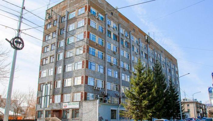 В центре Барнаула капитально отремонтируют советское офисное здание
