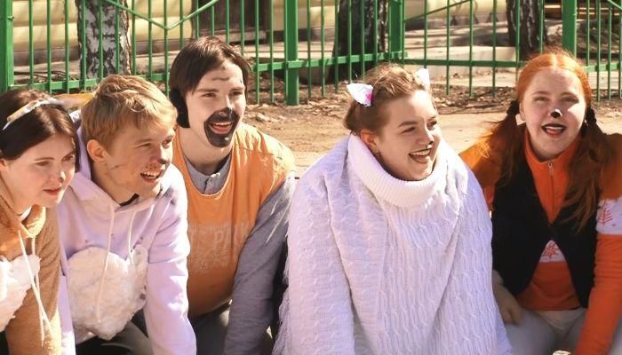 Барнаульские студенты переоделись в собак и устроили шоу