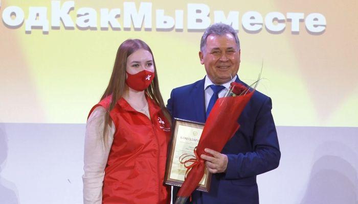 На Алтае студентов-медиков наградили за работу в разгар пандемии коронавируса