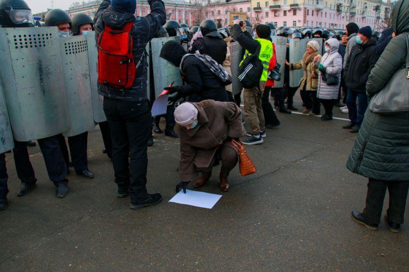 Несанкционированный митинг в Барнауле 21 апреля. Фото:Виталий Барабаш