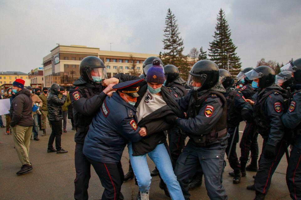 Несанкционированный митинг в Барнауле 21 апреля.
