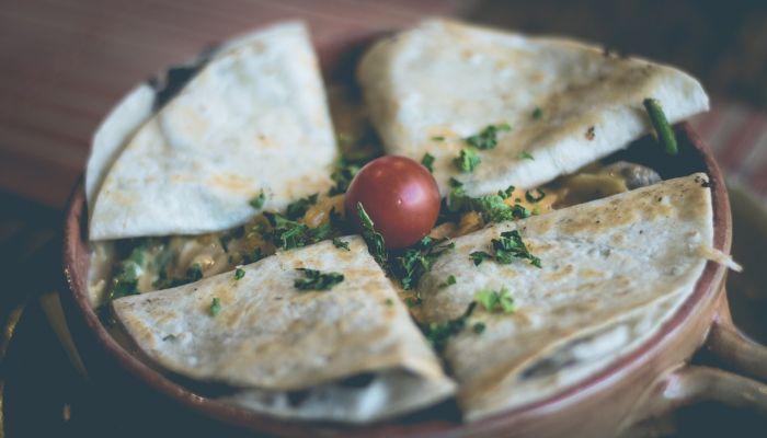 Мексиканская кухня: готовим популярную кесадилью с разными начинками