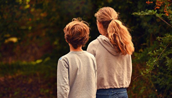 Минтруд объяснил, как неполным семьям получить детские выплаты