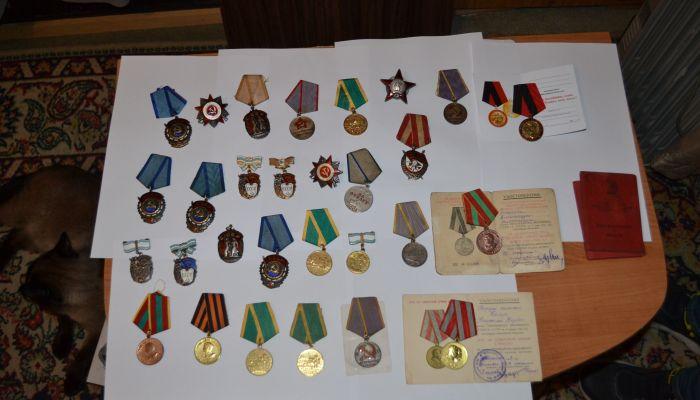 Житель Алтая пытался продать за границу военные медали