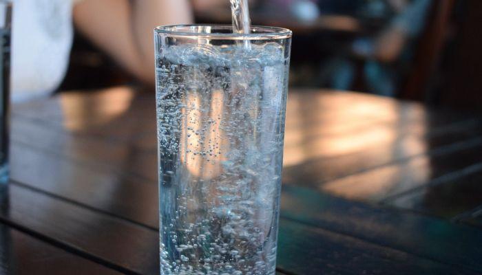 Диетолог рассказал, что не вся минеральная вода одинаково полезна