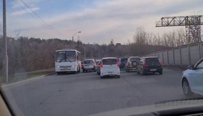 Семикилометровая пробка образовалась на Объездной дороге Барнаула